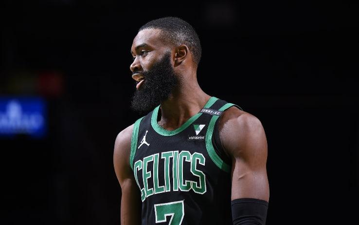 NBA, i risultati del 24 gennaio: i Celtics stracciano i Cavaliers con Jaylen Brown da record, super Lillard e Hayward a 39