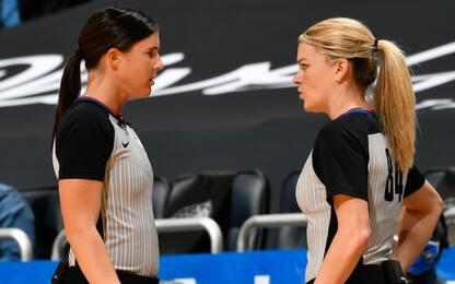 Due donne arbitrano insieme: prima volta in NBA