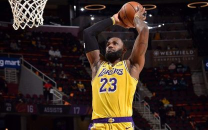 Lakers 10 in fila in trasferta, Nets ok con Miami