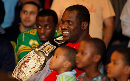 Shaq si dà al wrestling: salirà sul ring dell'AEW