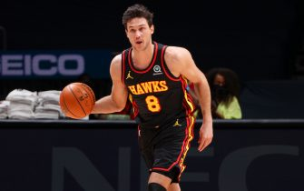 WASHINGTON, DC -JANUARY 29: Danilo Gallinari #8 of the Atlanta Hawks dribbles during the game against the Washington Wizards on January 29, 2021 at Capital One Arena in Washington, DC. NOTE TO USER: User expressly acknowledges and agrees that, by downloading and or using this Photograph, user is consenting to the terms and conditions of the Getty Images License Agreement. Mandatory Copyright Notice: Copyright 2021 NBAE (Photo by Ned Dishman/NBAE via Getty Images)