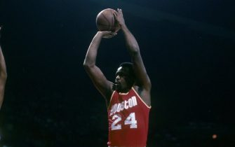 BALTIMORE, MD - CIRCA 1980's: Moses Malone #24 of the Houston Rockets shoots a jump shot over Rick Mahorn #44 of the Washington Bullets during a early circa 1980's NBA basketball game at the Baltimore Coliseum in Baltimore, Maryland. Malone played for the Rockets from 1976-82. (Photo by Focus on Sport/Getty Images)