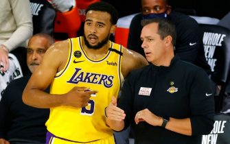 LAKE BUENA VISTA, FLORIDA - AUGUST 13: Frank Vogel of the Los Angeles Lakers talks with Talen Horton-Tucker #5 against the Sacramento Kings during the third quarter at The Field House at ESPN Wide World Of Sports Complex on August 13, 2020 in Lake Buena Vista, Florida. NOTE TO USER: User expressly acknowledges and agrees that, by downloading and or using this photograph, User is consenting to the terms and conditions of the Getty Images License Agreement. (Photo by Kevin C. Cox/Getty Images)