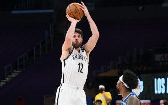 LOS ANGELES, CA - FEBRUARY 18: Joe Harris #12 of the Brooklyn Nets shoots a three point basket during the game against the Los Angeles Lakers on February 18, 2021 at STAPLES Center in Los Angeles, California. NOTE TO USER: User expressly acknowledges and agrees that, by downloading and/or using this Photograph, user is consenting to the terms and conditions of the Getty Images License Agreement. Mandatory Copyright Notice: Copyright 2021 NBAE (Photo by Adam Pantozzi/NBAE via Getty Images)