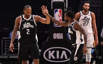 LOS ANGELES, CA - FEBRUARY 19: Kawhi Leonard #2 of the LA Clippers high fives Patrick Beverley #21 of the LA Clippers during the game against the Utah Jazz on February 19, 2021 at STAPLES Center in Los Angeles, California. NOTE TO USER: User expressly acknowledges and agrees that, by downloading and/or using this Photograph, user is consenting to the terms and conditions of the Getty Images License Agreement. Mandatory Copyright Notice: Copyright 2021 NBAE (Photo by Adam Pantozzi/NBAE via Getty Images)