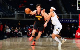 ATLANTA, GA - FEBRUARY 21: Danilo Gallinari #8 of the Atlanta Hawks drives to the basket against the Denver Nuggets on February 21, 2021 at State Farm Arena in Atlanta, Georgia.  NOTE TO USER: User expressly acknowledges and agrees that, by downloading and/or using this Photograph, user is consenting to the terms and conditions of the Getty Images License Agreement. Mandatory Copyright Notice: Copyright 2021 NBAE (Photo by Scott Cunningham/NBAE via Getty Images)