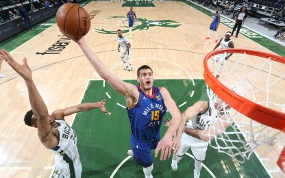Jokic travolge i Bucks, perdono Lakers e Clippers