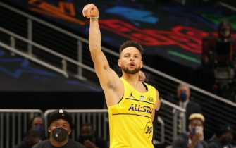 ATLANTA, GA - MARCH 7: Stephen Curry #30 of Team LeBron shoots the ball during the MTN DEW 3-Point Contest as part of 2021 NBA All Star Weekend on March 7, 2021 at State Farm Arena in Atlanta, Georgia. NOTE TO USER: User expressly acknowledges and agrees that, by downloading and or using this photograph, User is consenting to the terms and conditions of the Getty Images License Agreement. Mandatory Copyright Notice: Copyright 2021 NBAE (Photo by Joe Murphy/NBAE via Getty Images)