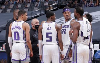 SACRAMENTO, CA - JANUARY 11: Tyrese Haliburton #0, De'Aaron Fox #5, Richaun Holmes #22 and Harrison Barnes #40 of the Sacramento Kings huddle during the game against the Indiana Pacers on January 11, 2021 at Golden 1 Center in Sacramento, California. NOTE TO USER: User expressly acknowledges and agrees that, by downloading and or using this photograph, User is consenting to the terms and conditions of the Getty Images Agreement. Mandatory Copyright Notice: Copyright 2021 NBAE (Photo by Rocky Widner/NBAE via Getty Images)