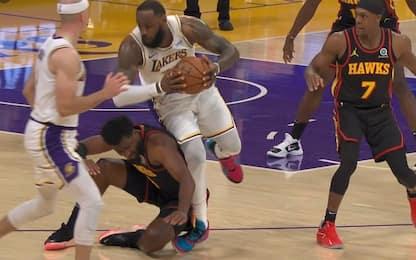 Infortunio alla caviglia per LeBron James. VIDEO