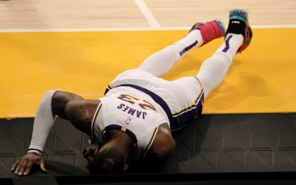 "Guai Lakers, LeBron fuori ""diverse"" settimane"