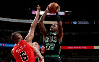 CHICAGO, IL - DECEMBER 8: Terry Rozier #12 of the Boston Celtics shoots the ball against the Chicago Bulls on December 8, 2018 at the United Center in Chicago, Illinois. NOTE TO USER: User expressly acknowledges and agrees that, by downloading and or using this photograph, user is consenting to the terms and conditions of the Getty Images License Agreement. Mandatory Copyright Notice: Copyright 2018 NBAE (Photo by Gary Dineen/NBAE via Getty Images)