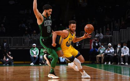 Tatum vince il duello con Curry, Lakers ok all'OT