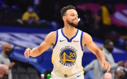 Curry leggendario e 76ers ko, Phoenix vince all'OT
