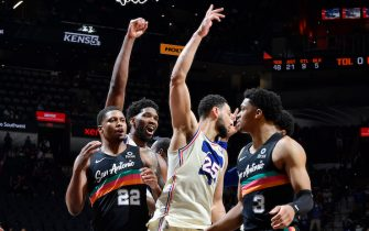 SAN ANTONIO, TX - MAY 2: Joel Embiid #21 of the Philadelphia 76ers and Ben Simmons #25 of the Philadelphia 76ers react to his game winning tip during the game against the San Antonio Spurs on May 2, 2021 at the AT&T Center in San Antonio, Texas. NOTE TO USER: User expressly acknowledges and agrees that, by downloading and or using this photograph, user is consenting to the terms and conditions of the Getty Images License Agreement. Mandatory Copyright Notice: Copyright 2021 NBAE (Photos by Logan Riely/NBAE via Getty Images)