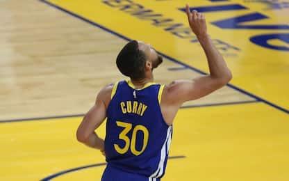Curry segna 49 punti e resta top scorer della lega