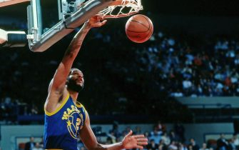 PORTLAND, OR - 1987: Joe Barry Carroll #2 of the Golden State Warriors dunks against the Portland Trail Blazers during a game played circa 1987 at the Veterans Memorial Coliseum in Portland, Oregon. NOTE TO USER: User expressly acknowledges and agrees that, by downloading and or using this photograph, User is consenting to the terms and conditions of the Getty Images License Agreement. Mandatory Copyright Notice: Copyright 1987 NBAE (Photo by Brian Drake/NBAE via Getty Images)