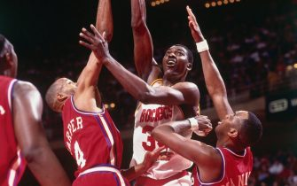 HOUSTON - 1993:  Hakeem Olajuwon #34 of the Houston Rockets goes up for a shot against Ron Harper #4 of the Los Angeles Clippers during a game played in 1993 at the Summitt in Houston, Texas. NOTE TO USER: User expressly acknowledges that, by downloading and or using this photograph, User is consenting to the terms and conditions of the Getty Images License agreement. Mandatory Copyright Notice: Copyright 1993 NBAE (Photo by Bill Baptist/NBAE via Getty Images)
