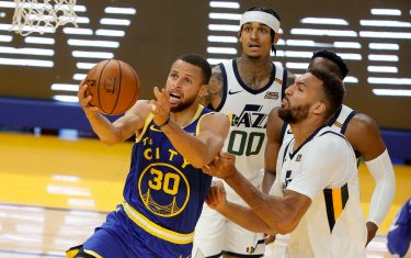 SAN FRANCISCO, CALIFORNIA - MAY 10:  Stephen Curry #30 of the Golden State Warriors is guarded by Rudy Gobert #27 of the Utah Jazz at Chase Center on May 10, 2021 in San Francisco, California. NOTE TO USER: User expressly acknowledges and agrees that, by downloading and or using this photograph, User is consenting to the terms and conditions of the Getty Images License Agreement. (Photo by Ezra Shaw/Getty Images)