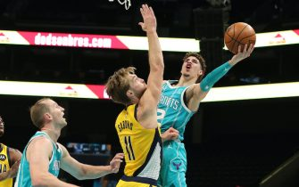CHARLOTTE, NC - JANUARY 29:  LaMelo Ball #2 of the Charlotte Hornets drives to the basket against the Indiana Pacers on January 29, 2021 at Spectrum Center in Charlotte, North Carolina. NOTE TO USER: User expressly acknowledges and agrees that, by downloading and or using this photograph, User is consenting to the terms and conditions of the Getty Images License Agreement. Mandatory Copyright Notice: Copyright 2021 NBAE (Photo by Brock Williams-Smith/NBAE via Getty Images)