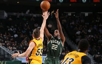 MILWAUKEE, WI - MAY 22: Khris Middleton #22 of the Milwaukee Bucks shoots the ball during the game against the Miami Heat during Round 1, Game 1 of the 2021 NBA Playoffs on May 22, 2021 at the Fiserv Forum Center in Milwaukee, Wisconsin. NOTE TO USER: User expressly acknowledges and agrees that, by downloading and or using this Photograph, user is consenting to the terms and conditions of the Getty Images License Agreement. Mandatory Copyright Notice: Copyright 2021 NBAE (Photo by Gary Dineen/NBAE via Getty Images).