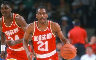LANDOVER, MD - CIRCA 1990:  Sleepy Floyd #21 of the Houston Rockets dribbles the ball up court against the Washington Bullets during an NBA basketball game circa 1990 at the Capital Centre in Landover, Maryland. Floyd played for the Rockets from 1988-93. (Photo by Focus on Sport/Getty Images)
