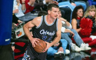 PORTLAND, OR - 1992: Greg Kite #34 of the Orlando Magic passes against the Portland Trailblazers at the Veterans Memorial Coliseum in Portland, Oregon circa 1992. NOTE TO USER: User expressly acknowledges and agrees that, by downloading and or using this photograph, User is consenting to the terms and conditions of the Getty Images License Agreement. Mandatory Copyright Notice: Copyright 1992 NBAE (Photo by Brian Drake/NBAE via Getty Images)