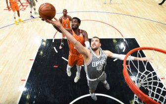LOS ANGELES, CA - JUNE 26: Deandre Ayton #22 of the Phoenix Suns and Ivica Zubac #40 of the LA Clippers fight for the rebound during the game during Game 4 of the Western Conference Finals of the 2021 NBA Playoffs on June 26, 2021 at STAPLES Center in Los Angeles, California. NOTE TO USER: User expressly acknowledges and agrees that, by downloading and/or using this Photograph, user is consenting to the terms and conditions of the Getty Images License Agreement. Mandatory Copyright Notice: Copyright 2021 NBAE (Photo by Andrew D. Bernstein/NBAE via Getty Images)