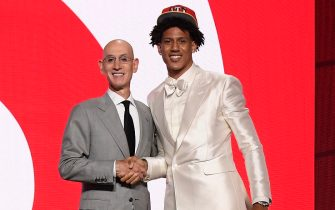 BROOKLYN, NY - JULY 29: Jalen Johnson shakes hands with NBA Commissioner Adam Silver after being selected number twenty overall by the Atlanta Hawks during the 2021 NBA Draft on July 29, 2021 at Barclays Center in Brooklyn, New York. NOTE TO USER: User expressly acknowledges and agrees that, by downloading and or using this photograph, User is consenting to the terms and conditions of the Getty Images License Agreement. Mandatory Copyright Notice: Copyright 2021 NBAE (Photo by Brian Babineau/NBAE via Getty Images)