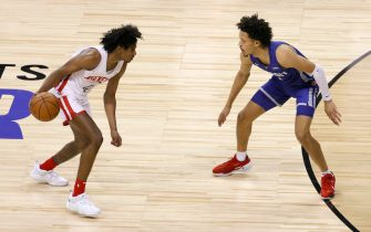 LAS VEGAS, NEVADA - AUGUST 10:  Jalen Green #0 of the Houston Rockets is guarded by Cade Cunningham #2 of the Detroit Pistons during the 2021 NBA Summer League at the Thomas & Mack Center on August 10, 2021 in Las Vegas, Nevada. The Rockets defeated the Pistons 111-91. NOTE TO USER: User expressly acknowledges and agrees that, by downloading and or using this photograph, User is consenting to the terms and conditions of the Getty Images License Agreement.  (Photo by Ethan Miller/Getty Images)