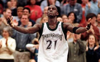 MINNEAPOLIS, UNITED STATES:  Minnesota Timberwolves' Kevin Garnett ralleys the crowd in the final seconds of of the fourth quarter as the Wolves came back to tie the Seattle SuperSonics and go into overtime, 04 March, 2001, at Target Center, in Minneapolis, Minnesota. The Timberwolves won 119-111 in overtime.   (FILM)    AFP   PHOTO/Craig LASSIG (Photo credit should read CRAIG LASSIG/AFP via Getty Images)