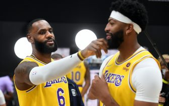 El Segundo, CA. September 28, 2021:  Lakers Lebron James, left, and Anthony Davis have fun during media day at the UCLA Health Training Center in El Segundo Tuesday. (Wally Skalij/Los Angeles Times via Getty Images)