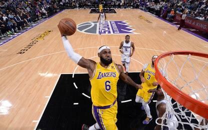 LeBron fa 30 ma Lakers ancora ko, vincono i Nets