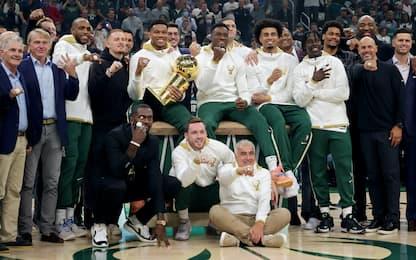 I Bucks ricevono gli anelli di campioni NBA. FOTO