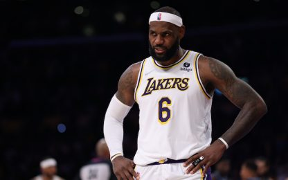 Brivido Lakers: LeBron ha male alla gamba destra