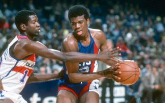 LANDOVER, MD - CIRCA 1978:  Bernard King #22 of the New Jersey Nets protects the ball from Bob Dandridge #10 of the Washington Bullets during an NBA basketball game circa 1978 at the Capital Centre in Landover, Maryland. King played for the Nets from 1977-79. (Photo by Focus on Sport/Getty Images) *** Local Caption *** Bernard King; Bob Dandridge