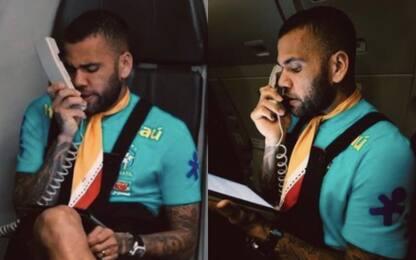 Il Brasile vola a Tokyo, Dani Alves fa lo steward