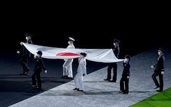 08 August 2021, Japan, Tokio: Olympics: Closing ceremony at the Olympic Stadium. The Japanese flag is brought into the stadium. Photo: Marijan Murat/dpa
