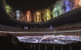 epa09427426 Fireworks illuminate the Olympic Stadium during the opening ceremony of the Tokyo 2020 Paralympic Games in Tokyo, Japan, 24 August 2021.  EPA/Szilard Koszticsak HUNGARY OUT