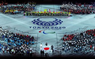 epa09448885 A handout photo made available by OIS/IOC shows the National Flag of Japan being carried into the Stadium by Japanese National Flag Bearers Motoki Iwakiri (Athletics), Tomoki Sato (Athletics), Miyuki Yamada (Swimming), Sakura Koike (Swimming), Kazuyasu Minobe (Fencing) and Keiko Yamamoto (Nurse) in the Ready To Welcome segment of Closing Ceremony for the Tokyo 2020 Paralympic Games, Tokyo, Japan, 05 September 2021.  EPA/Joe Toth for OIS HANDOUT   EDITORIAL USE ONLY/NO SALES