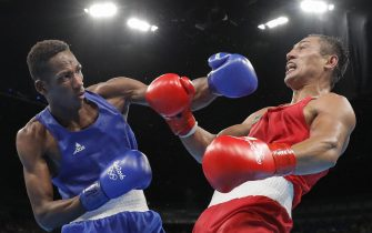 epa05505958 Fazliddin of Gaibazarov of Uzbekistan (red) and Lorenzo Sotomayor Collazo of Azerbaijan (blue) in action during the men's Light Welter 64kg final match of the Rio 2016 Olympic Games Boxing events at the Riocentro in Rio de Janeiro, Brazil, 21 August 2016.  EPA/VALDRIN XHEMAJ