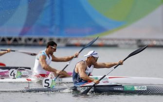 epa05501785 Liam Heath (R) of Great Britain competes durnig the men's Kayak Single 200m final race of the Rio 2016 Olympic Games Canoe Sprint events at the Lagoa Rodrigo de Freitas in Rio de Janeiro, Brazil, 20 August 2016.  EPA/JAVIER ETXEZARRETA