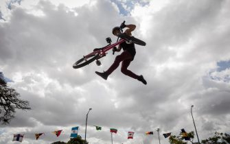 epa09045132 Venezuelan athlete Edy Alviarez does a trick during his presentation at the National BMX Freestyle Championship, in Caracas, Venezuela, 27 February 2021 (Issued 01 March 2021). The National Venezuelan BMX Freestyle Championship was held on 27 February. The event, which took place at the United Nations Extreme Sports Park, was endorsed by the International Cycling Union and awarded ranking points on the way to the Tokyo Olympic Games.  EPA/RAYNER PENA R