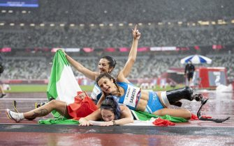 epa09447138 Ambra Sabatini, Martina Caironi and Monica Graziana Contrafatto of Italy celebrate their first three places after the Women's 100m T42 Final competition at the 2020 Tokyo Summer Paralympics Games at the Olympic Stadium in Tokyo, Japan, 04 September 2021.  EPA/ENNIO LEANZA