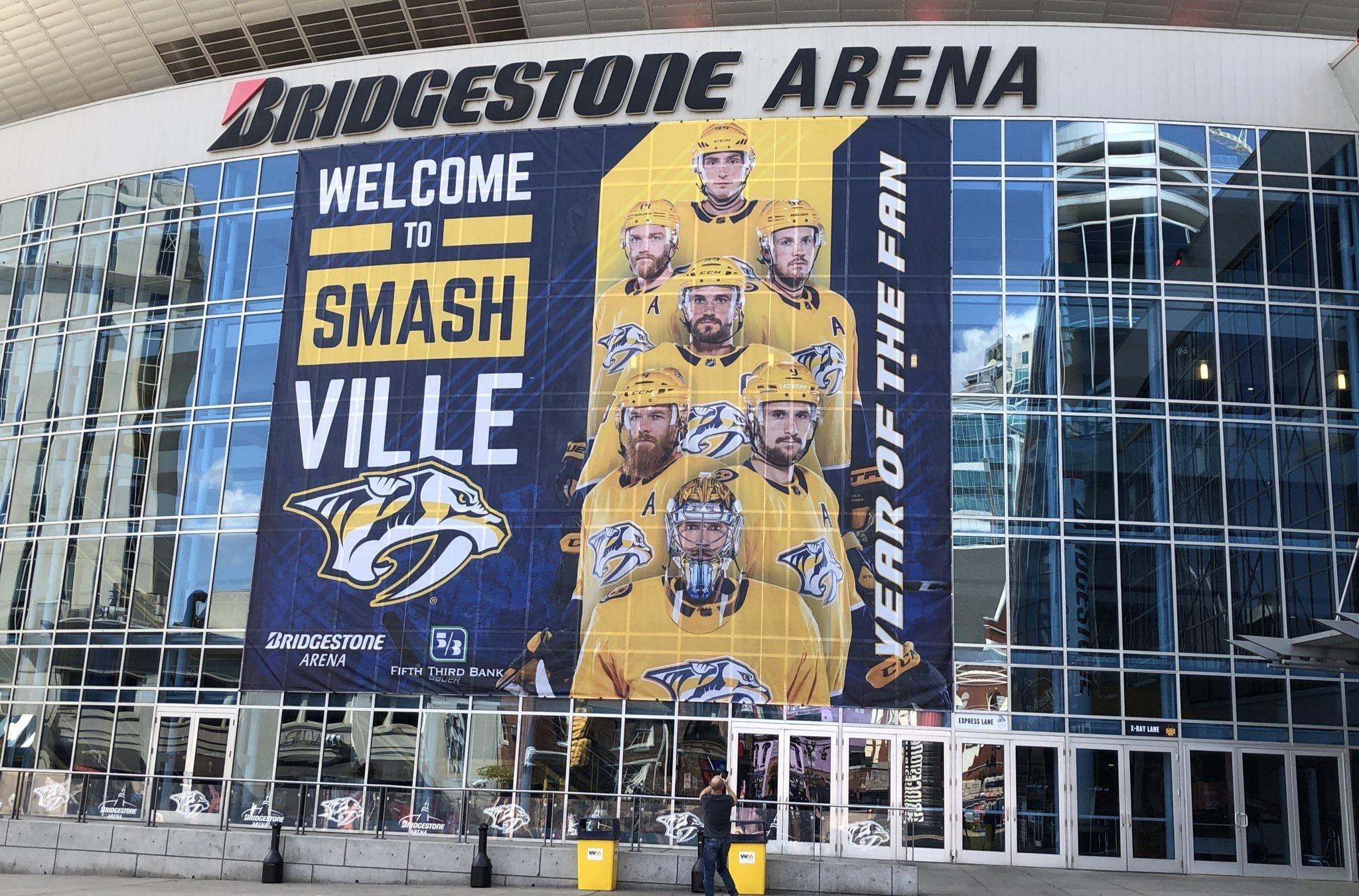 Una vista esterna della Bridgestone Arena