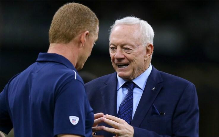 Il proprietario Jerry Jones a colloquio con coach Garrett