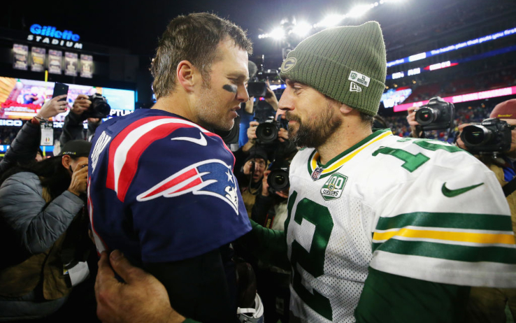 A sinistra Brady (il partito dei sì), a destra Rodgers (quello dei no)