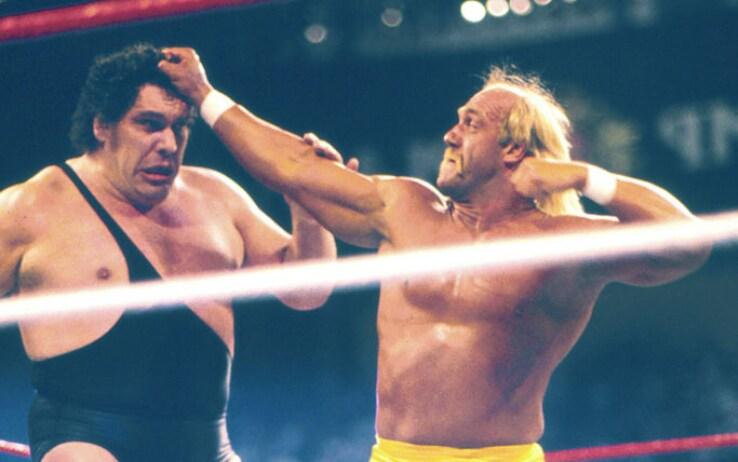 Hulk Hogan contro Andre The Giant in una vecchia edizione di WrestleMania
