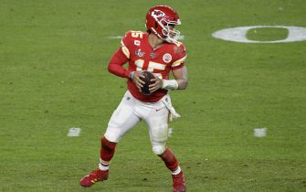 MIAMI, FLORIDA - FEBRUARY 02: Patrick Mahomes #15 of the Kansas City Chiefs drops back to pass against the San Francisco 49ers in Super Bowl LIV at Hard Rock Stadium on February 02, 2020 in Miami, Florida. The Chiefs won the game 31-20. (Photo by Focus on Sport/Getty Images)