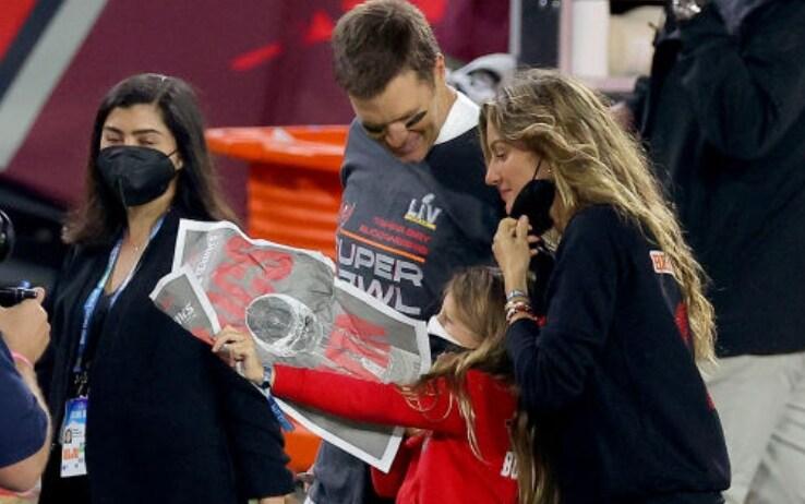 Brady festeggia con la moglie Gisele Bundchen e la figlia Vivian
